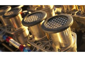 На заметку автовладельцу: важность очистки мотора перед заменой автомасла JOHN DEERE