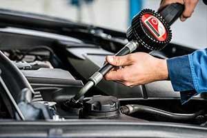 Поради для самостійної заміни моторного масла Ford в двигуні