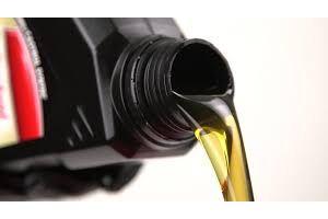 Мотор маслом не зіпсувати? Чому не варто переливати масло MOTUL і JOHN DEERE в двигун вантажного автомобіля