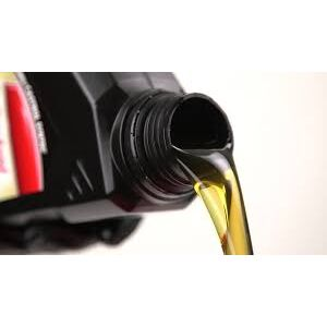 Мотор маслом не зіпсувати? Чому не варто переливати масло MOTUL і JOHN DEERE в двигун вантажного автомобіля>